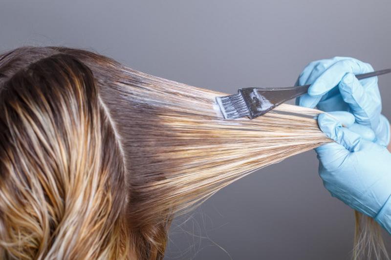 Сложное окрашивание на темные волосы средней длины